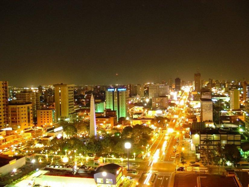 city-night-of-maracaibo_94455-1400x1050