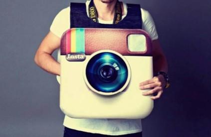 3009340-poster-instagram