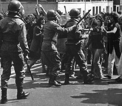 Manifestazione_femminista_in_Italia_del_1977